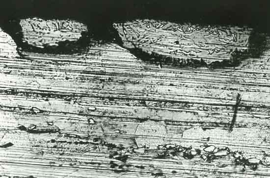 Вкатанные металлические частицы